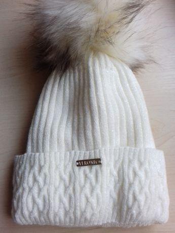 Połyskująca czapka damska