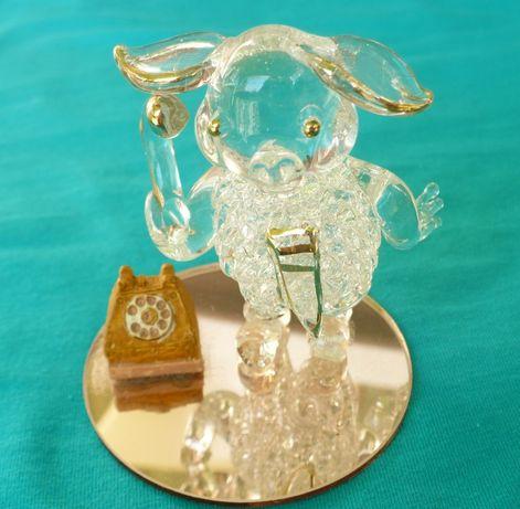 figurka szklana - owieczka z telefonem