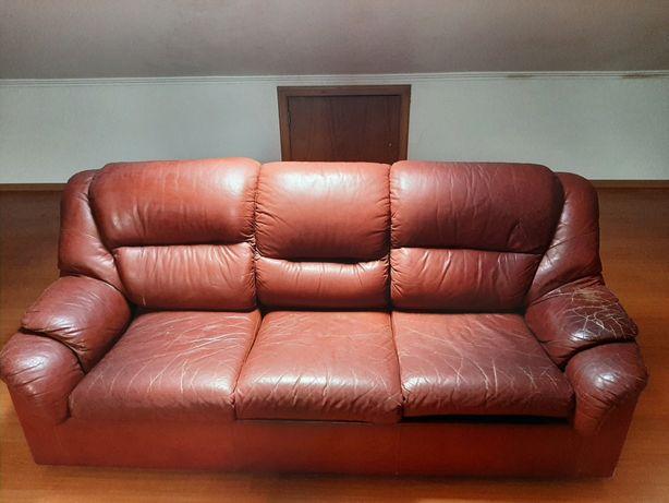 Sofá cama (com pele de qualidade)
