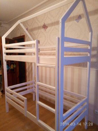 Двухъярусная кровать-домик 4500 грн.