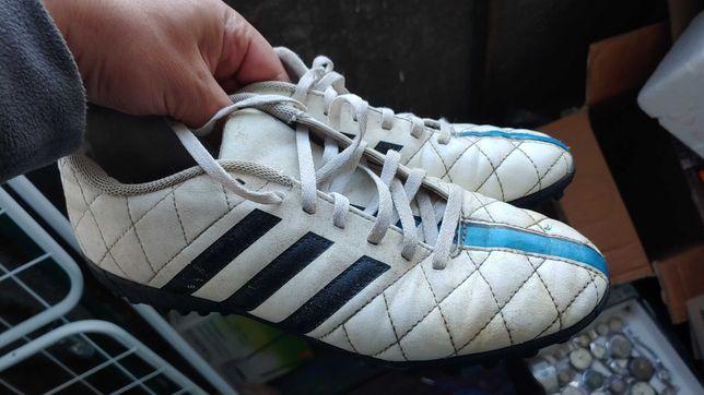 Бутси-буци-красовки Adidas для спорта.розмір 40-стелька 25.5 см.легкі!