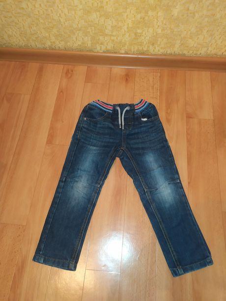 Фирменные джинсы на 3-4 года