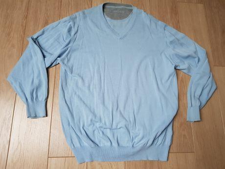 Cienki błękitny sweter męski w serek. roz. XL