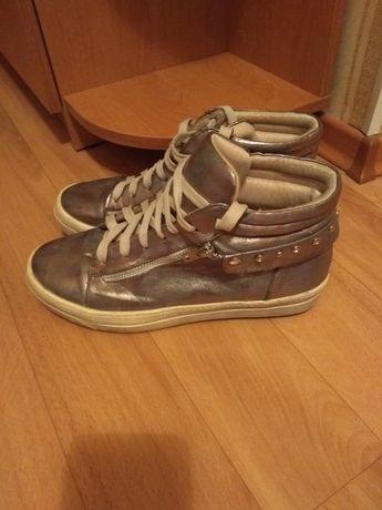 Продам кроссовки! Размер 40