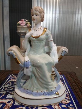 Piękna porcelanowa figurka