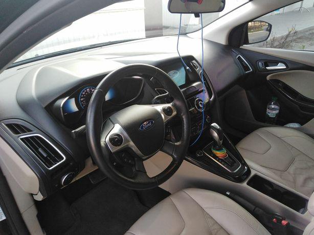 Продам ford focus 2016 год электро
