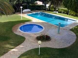 Quarteira ti piscina estacionamento privado.