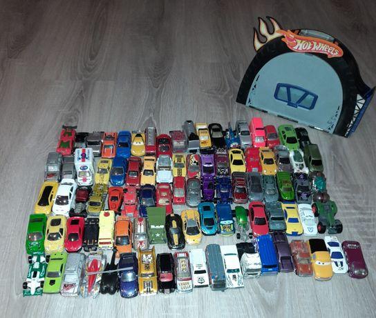 Mega zestaw aut samochodzików Hot Wheels 92 sztuki wyrzutnia