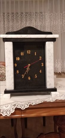 Zegar stojący na kominek komoda