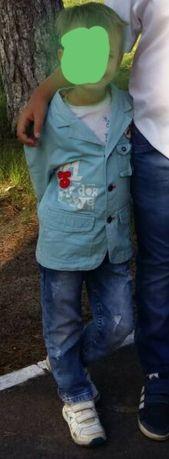 Пиджак стильный, модный жакет, рваные джинсы