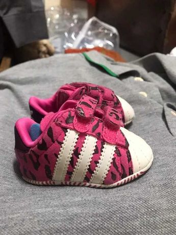 Adidas bebe tamanho 16 como novas