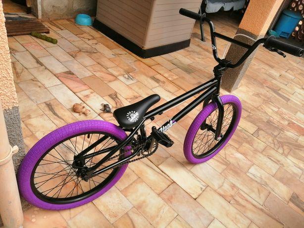 Bicicleta bmx como nova
