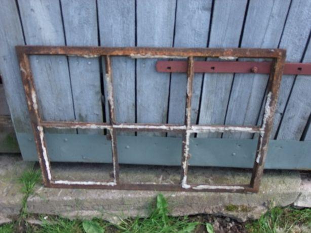 Stare okno metalowe