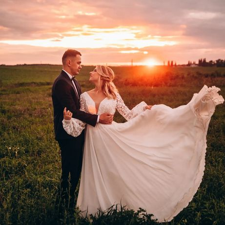 Продам весільну сукню з фатою