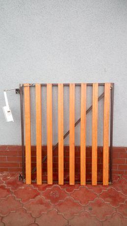 Bramka z zawiasami na schody + samozamykaczem