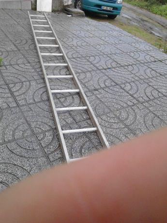 Escada de aluminio com 5 metros