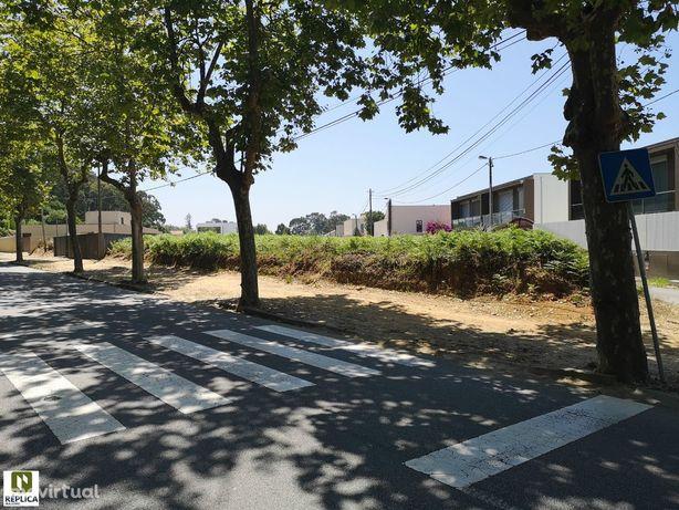 Terreno com Projeto aprovado para Moradia T4 com garagem para 4 carros