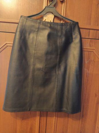 Продаю юбку кожаную. Шлепки в подарок.