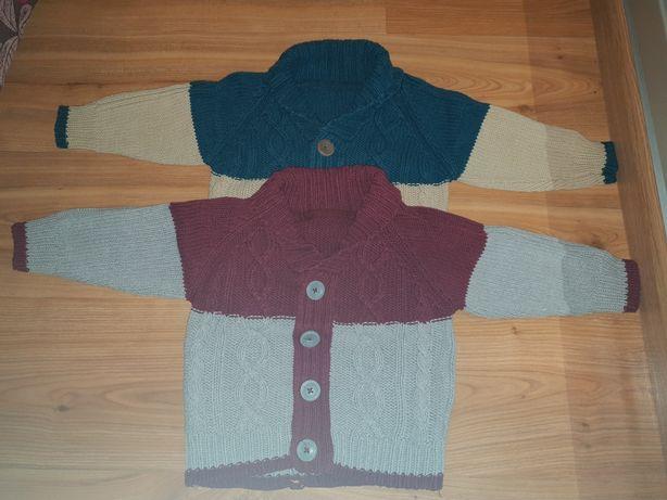 Sweterki zapinane dla bliźniaków