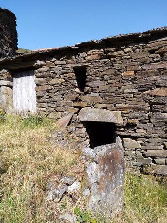 Vende-se imóvel e terrenos em Levadas, Castro Daire