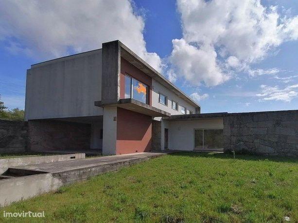 Moradia Isolada T3 num lote de terreno de 4.878 m², Baião