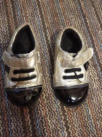 Туфлі на ліпучках