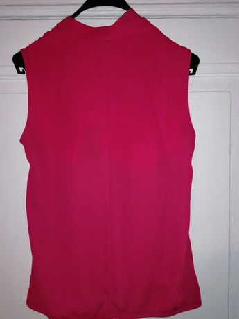 Bluzkę koloru wiśniowego