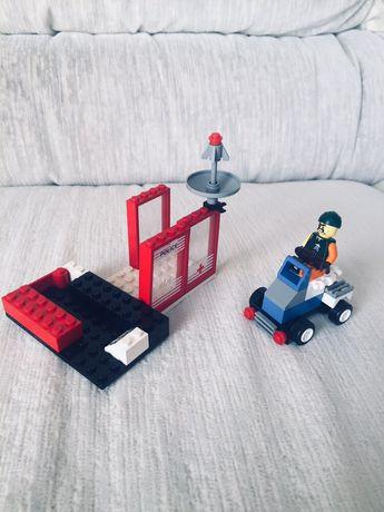 Zestaw LEGO - bandyta + komisariat