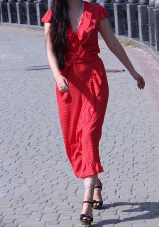 Красное летнее платье в горошек