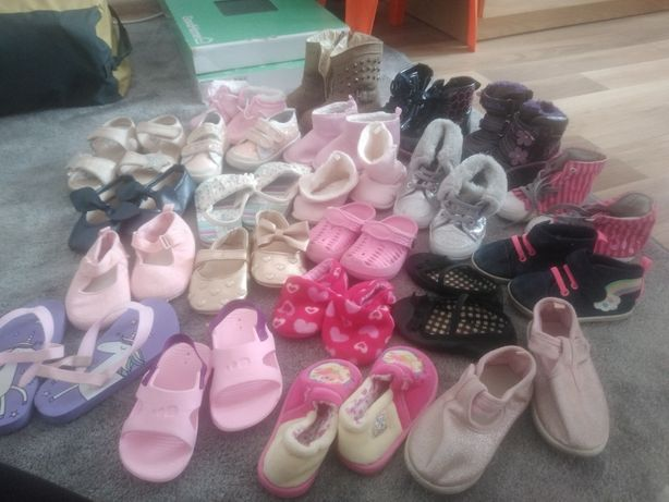 Buty, sandałki, klapki, papcie, 22pary