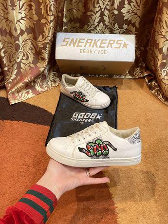 Белые кроссовки змеиный принт sneakers ggdb vce