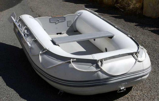 Barco pneumático com motor