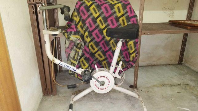 Bicicleta de spinning antiga