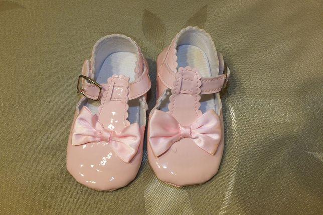 Lakierki balerinki buty półbuty różowe chrzest ślub roczek 18 jak nowe