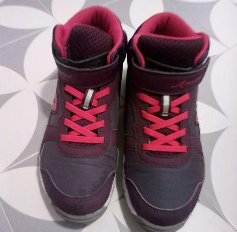 Vendo botas ténis menina. Novas.