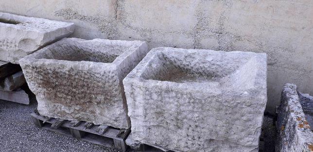 Quatro pias em pedra antigas 4 iguais.