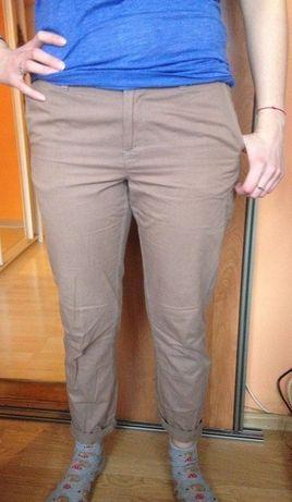 brązowe spodnie chinos