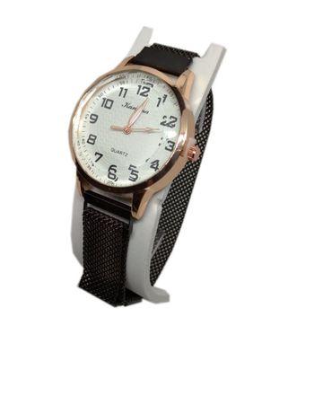 Часы кварцевые Kanima на браслете с магнитом. Черный