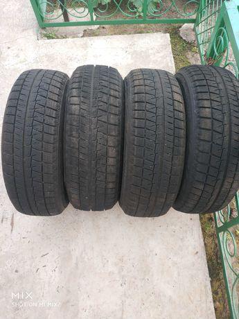 Продам комплект зимних шин BRIDGESTONE-205/60/16-4шт.