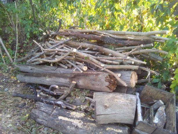 Дрова разной длины и разных пород деревьев