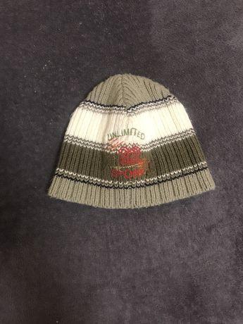 Теплая вязаная шапочка