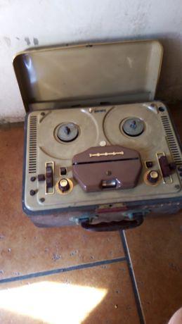 Stary gramofon tesla