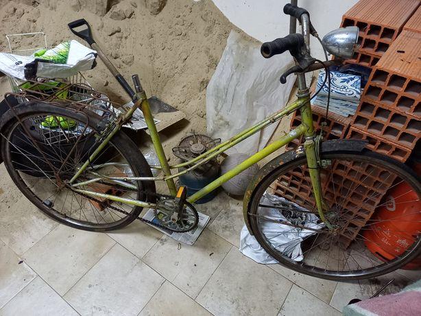 Vendo Bicicleta antiga para restauro