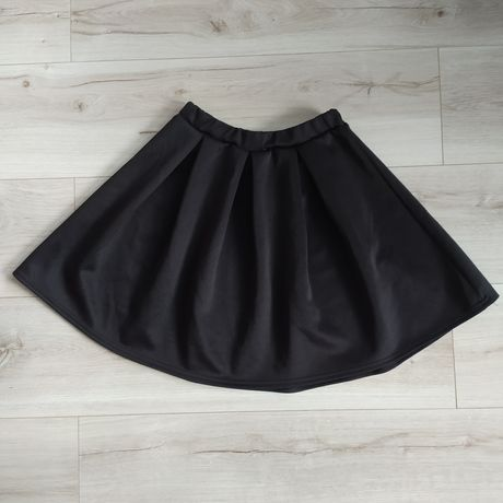Czarna rozkloszowana spódnica r.36