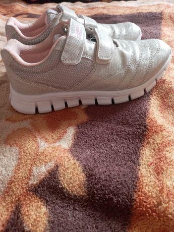 Новые кросовки на девочку
