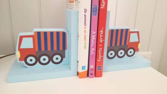 Suporte livros criança + cabide