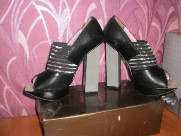 Стильные кожаные туфли