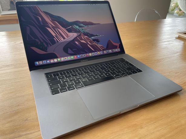 MacBook Pro 15,  512 GB, Intel i7, Ram 16 GB, Grafika Radeon