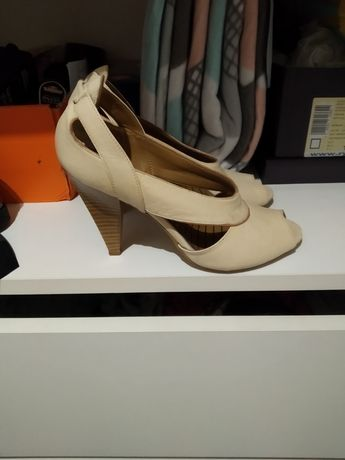 Skórzane beżowe szpilki sandały Bata 37