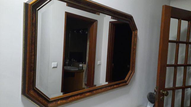 Espelho contorno dourado e sapateira com tampo em pedra